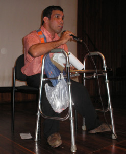 An undergraduate student with reduced mobility speaking at a university event (CAEDEBA member)